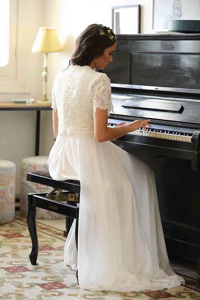 ארייה מבית סטודיו לבנה שמלת כלה מתחרה מחורזת שרוול קצת וחצית נשפכת
