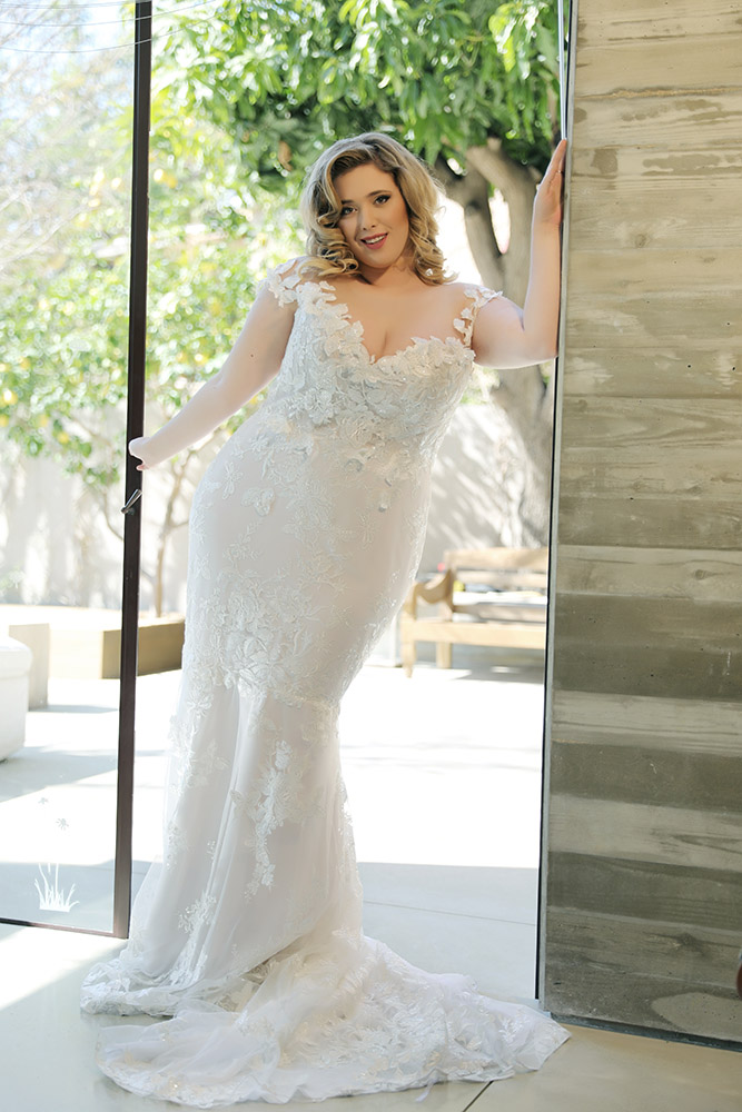 Butterfly by syudio levana plus size marmeid gown all lace with 3D appliqu at the top