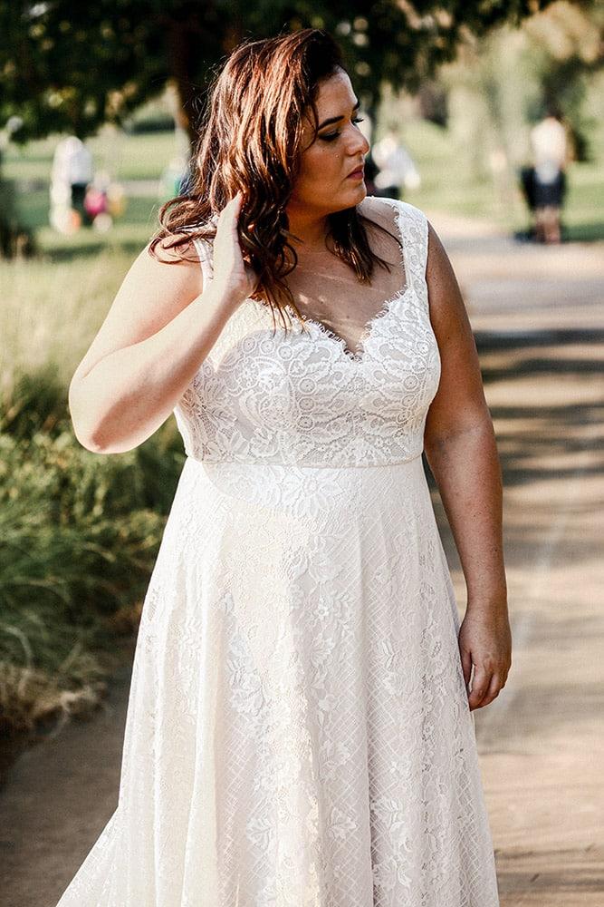 גרייס מבית סטדיו לבנה שמלת כלה עדינה ורומנטית מתחרה במידה גדולה