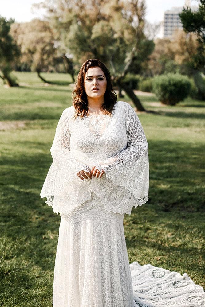 הייבן מבית סטודיו לבנה שמלת כלה בגזרת בת הים עם תחרה גאומטרית המידה גדולה