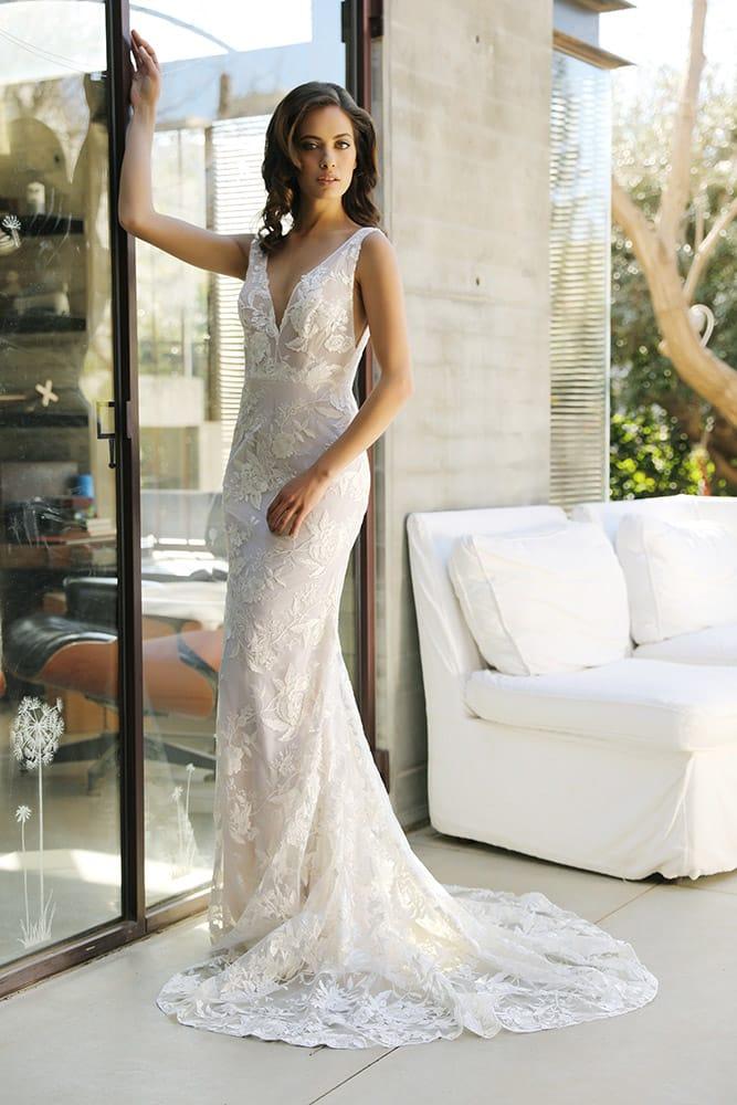 אינגריד מבית סטודיו לבנה שמלת כלה צמודה מתחרת פרחים קלאסית ושובל ארוך
