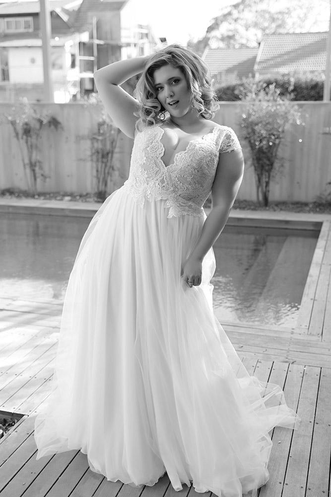 jess by studio levana bell gown with lace v nack top amd cup lace sleevs