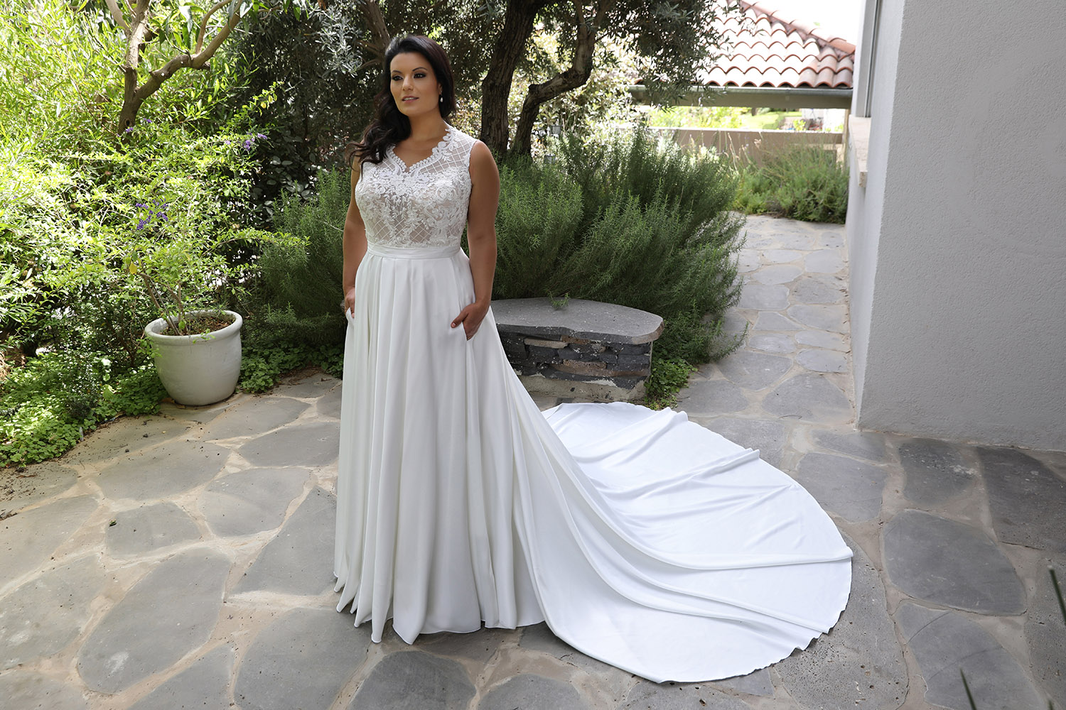 Paola by studio levana plus size weddind dress with lace and pearls top and a saten skirt with pockets