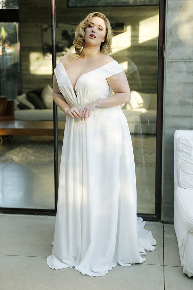 Saar by studio levana plus size shiffon weddind dress off shoulder straps and flowy skirt