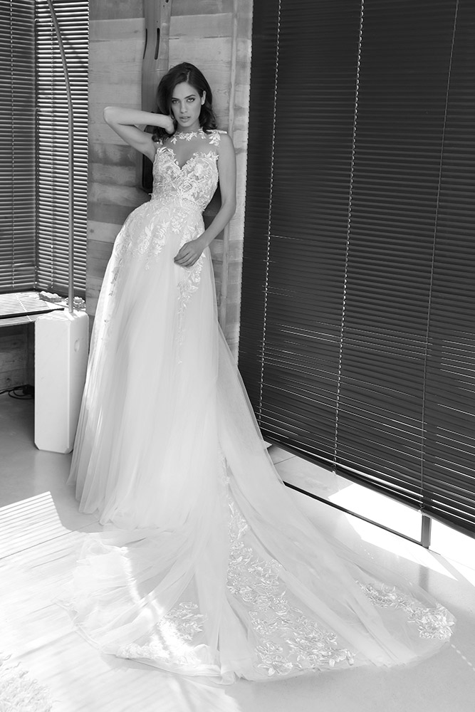 סוונה מבית סטודיו לבנה שמלת כלה עם תחרת פרחים מטפסת וחצאית נוספת לחופה עם נפל תחרה ושובל ארוך