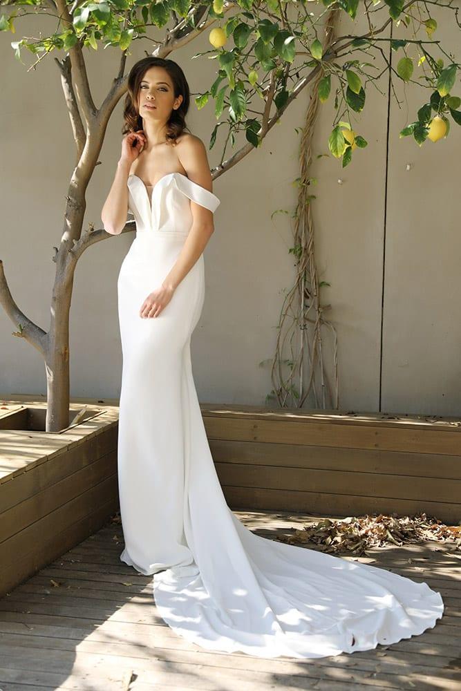סלע מבית סטודיו לבנה שמלת כלה חלקה עם כתפיות נופלות קלאסית צמודה ונקיה