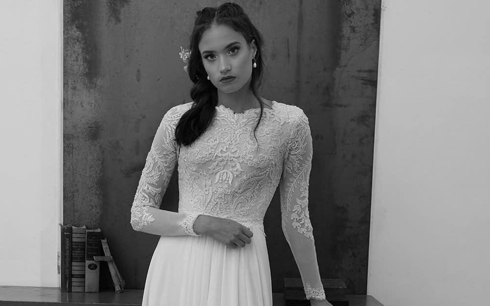 סונטה מבית סטודיו לבנה, שמלת כלה צנועה תחרת פיתוחים ונצנצים עם שרוול צמוד ארוך