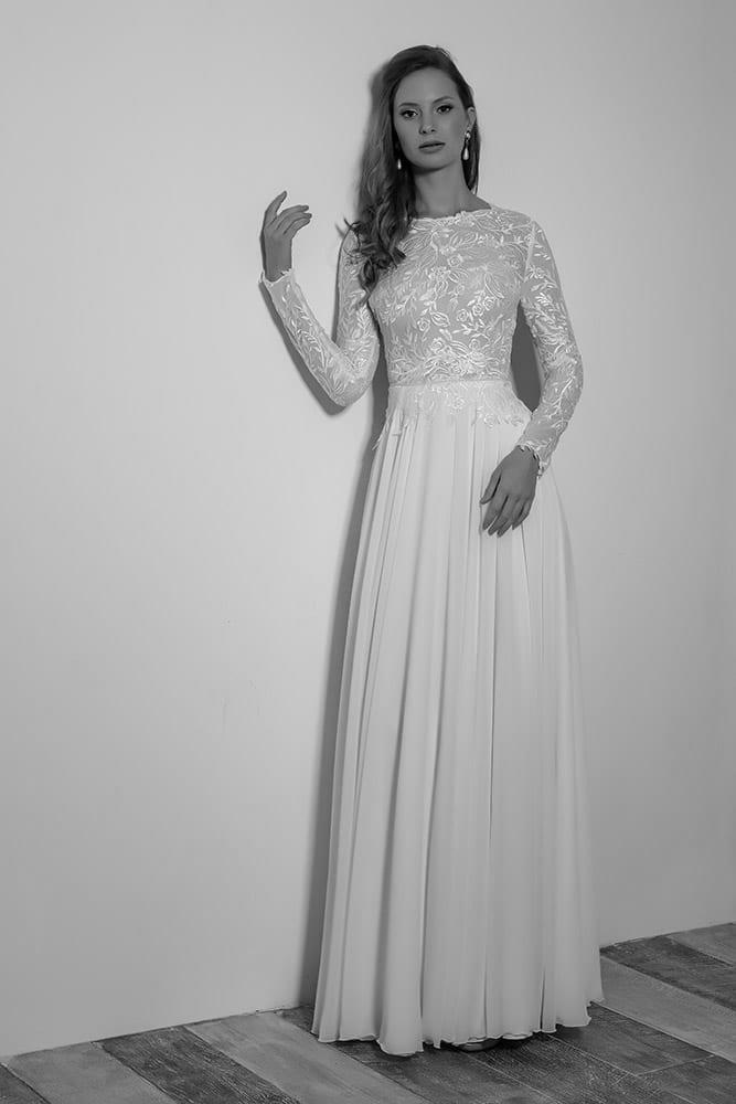 טופז מבית סטודיו לבנה שמלת כלה צנועה עם תחרת עלים ופרחים מנצנצת שרוול תחרה ארוך וחצאית שיפון נשפכת