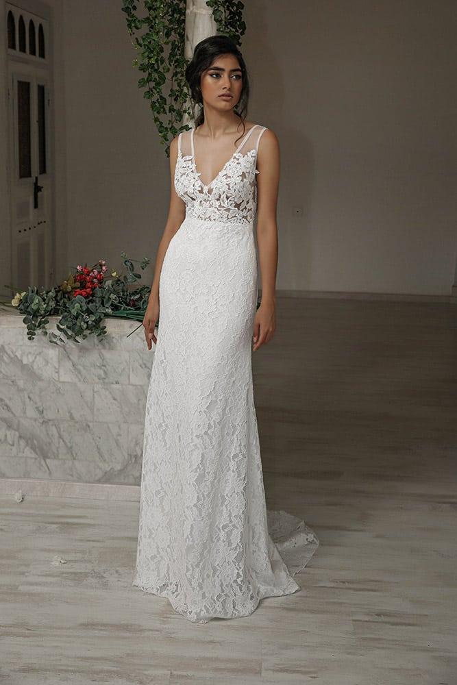 טולי מבית סטודיו לבנה שמלת כלה צמודה עם תחרת פרחים קלאסית ומחשוף עמוק