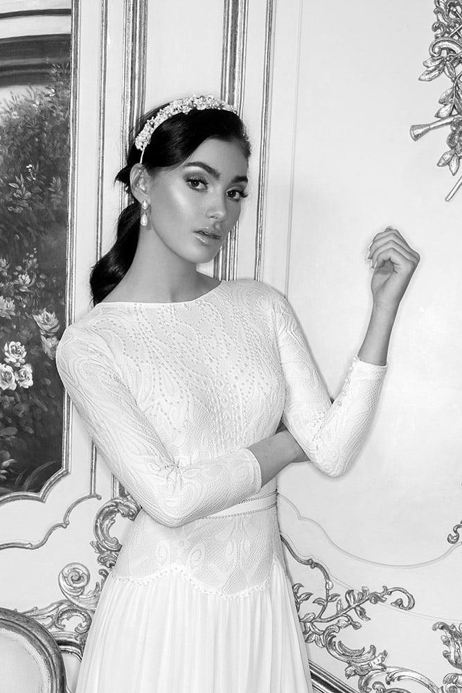 ויאנה מבית סטודיו לבנה שמלת כלה צנועה עם תחרה משובצת פנינים וחצאית קומות בוהו שיק