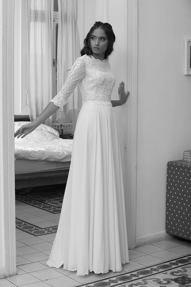 וירה מבית סטודיו לבנה שמלת כלה צנועה עם תחרת פייטים וחצאית שיפון נקייה
