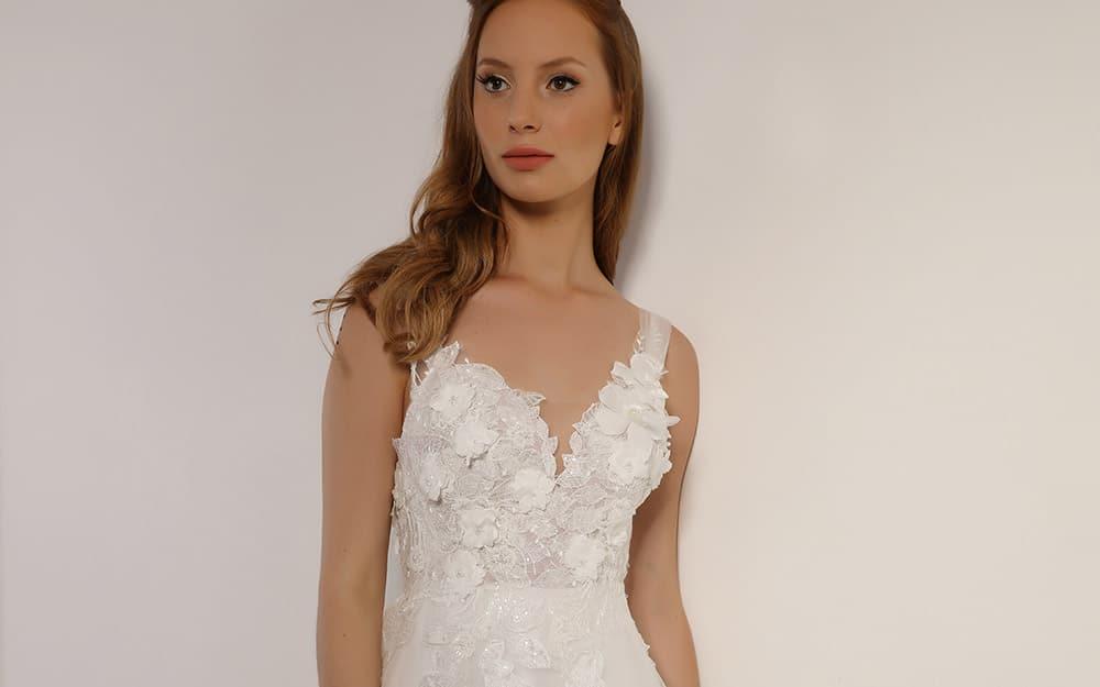 יעל מבית סטודיו לבנה, שמלת כלה עם תחרה תלת מימד וחרוזים בגזרה נסיכותית